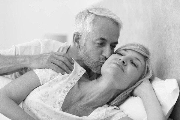 idős pár az ágyban